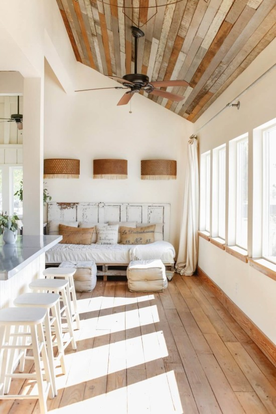 Emily-Henderson_Round-Top_Texas_Antique_Flea-Market_Shopping_EHD-Team_Event-Space_Modern-Farmhouse_Rustic_The-Vintage-Roundtop_7-1024x1536